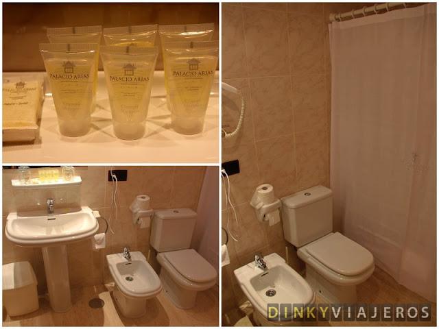 Hotel & Apartamentos Arias. Baño