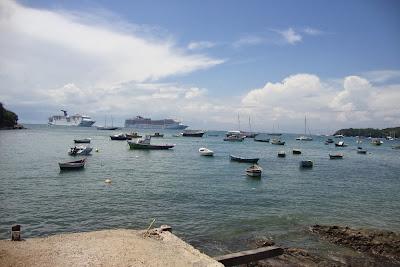 Navios ancorados em Búzios RJ