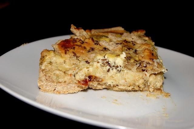 Pelnoziarnista tarta z serem feta