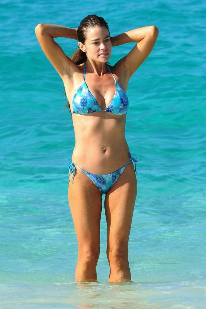 Hollywood Actress Denise Richards In Hot Bikini Photos