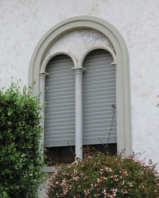 Mullioned window... with rolling blinds, Via Cestoni, Livorno