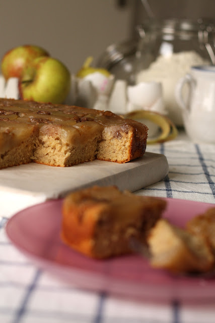 Okrenuti kolač sa jabukama