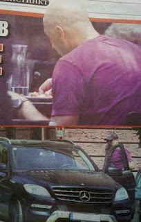 Захари Бахаров яде с ръце