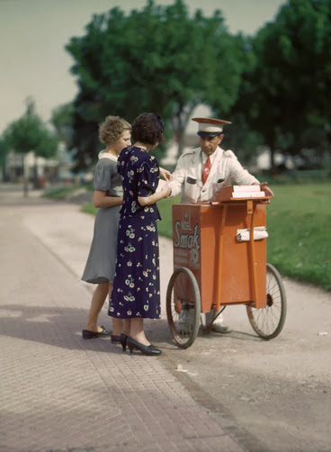 Vintage Everyday Beautiful Color Photos Of Women Fashion
