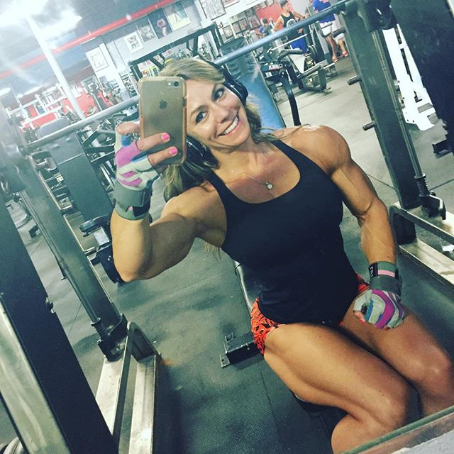 Her Calves Muscle Legs: Juliana Malacarne Quads
