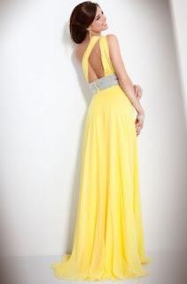 Vestido de fiesta largo, con un hombro y cintura ancha con pedrería