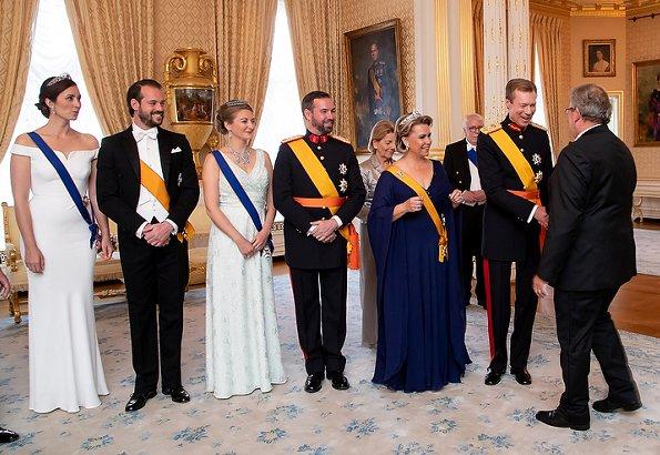 Maria Teresa wore the Belgian Scroll Tiara, Prenses Stephanie wore her butterfly tiara, Prenses Alexandra wore Charlotte's Pearl & Diamond tiara