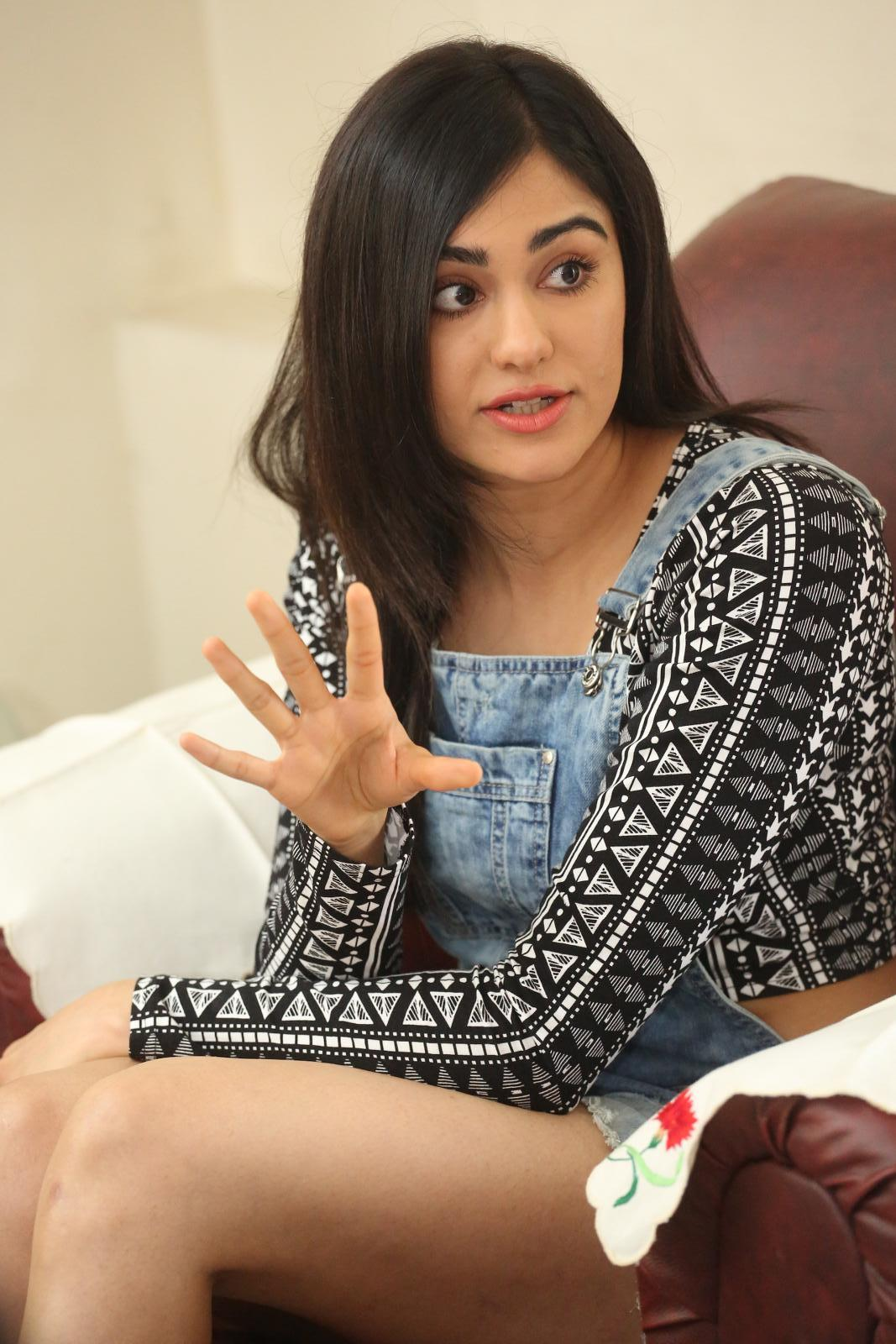 Adah Sharma Thigh Showing