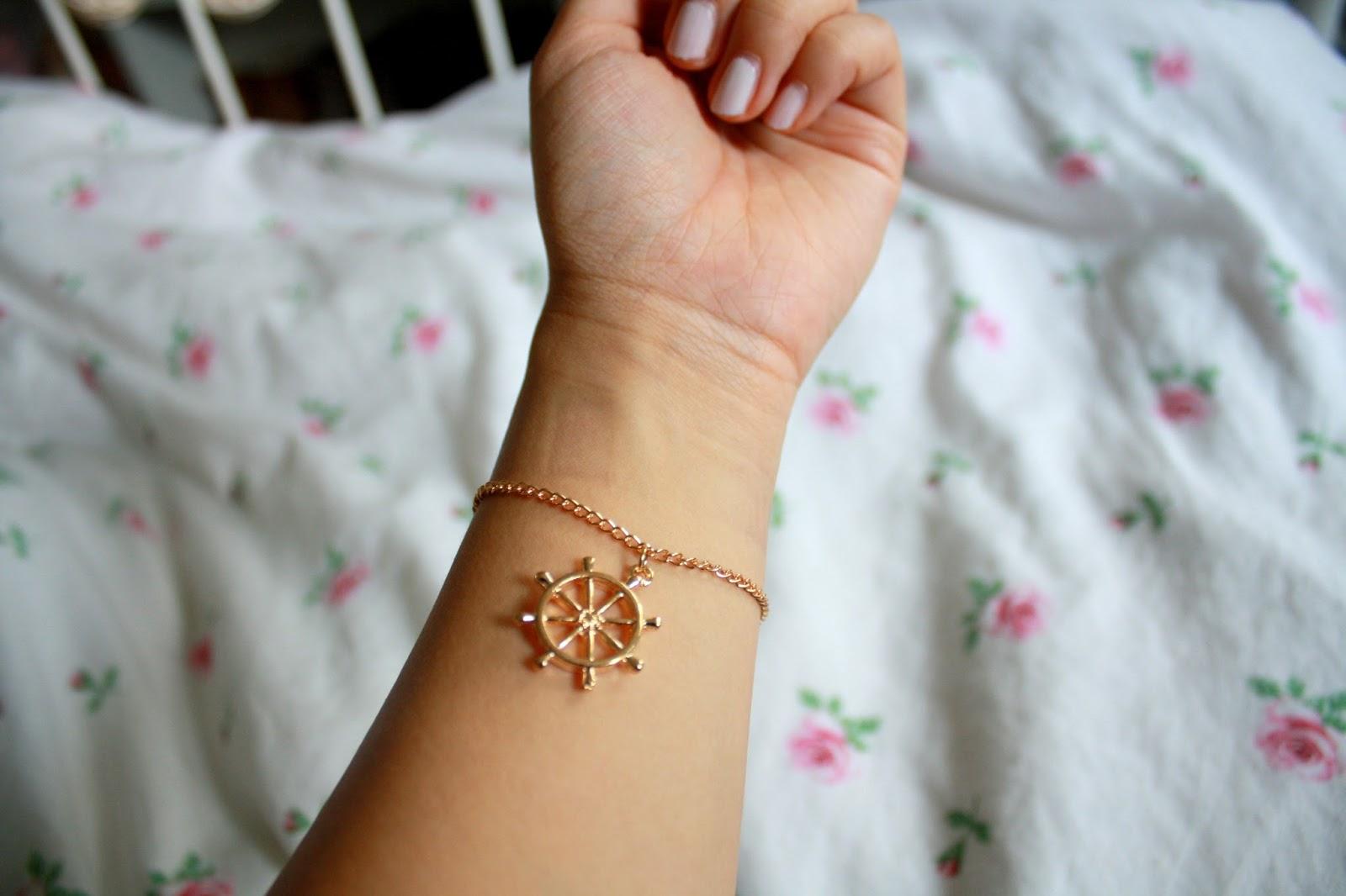 06a40642ce0f62 Außerdem habe ich auf KK noch dieses süße Armband ertauscht. Passend zu  meiner Vorliebe zu dem Marinelook :-D