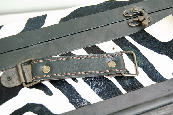 Transforming zebra boxes into the perfect vintage inspired storage. - Littlehouseoffour.