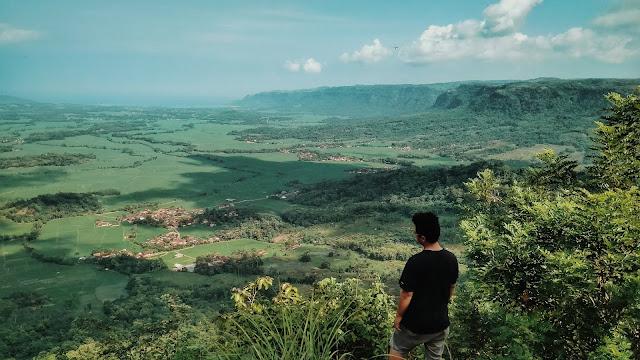 Jurang Panenjoan ini ada di lokasi perkemahan, buat backpacker yang mau kemah jangan khawatir banyak warung dan cara untuk mengakses Geopark Ciletuh.
