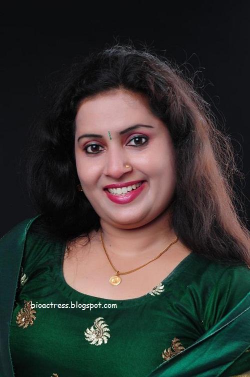 malayalam tv serial actress sexy and hot greeshma