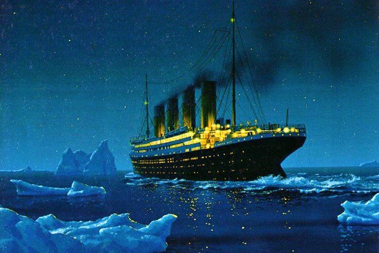 Çevredeki gemiler sudaki buzlanmayla ilgili uyarılarda bulunuyordu, fakat Titanik'in kaptanı bu uyarıları dikkate almadı.