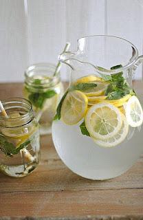 Agua Detox de limón y menta