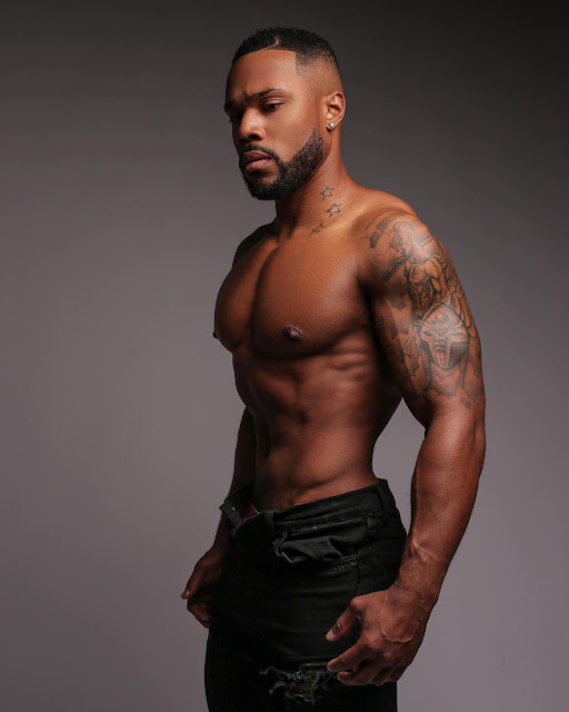 Lee Charms, r&b/soul, r&b, r&b singer, r&b artist, @leecharmsings twitter, leecharmsings instagram, eye candy, sex symbol, sexy black man, muscular black man, bbc, big black cock, booty, ass, phat ass, nude black men, nude black model