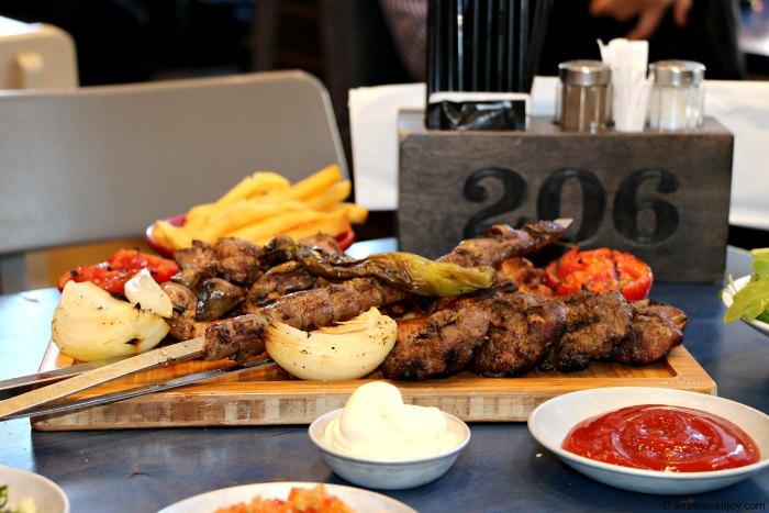 ארוחות משפחתיות חדשות בגריל בר 206 בפתח תקווה