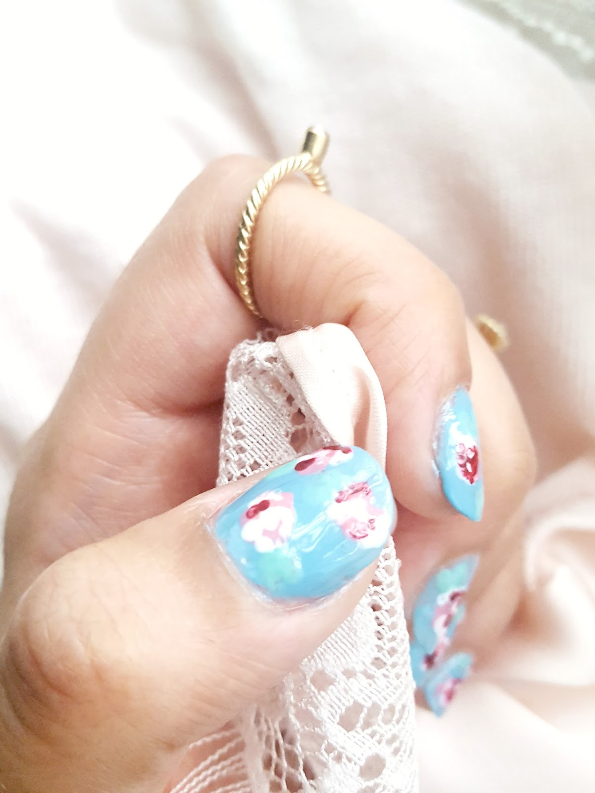 Floral Manicures For Spring And: Bows And Pearls: DIY: Vintage Floral Nail Art