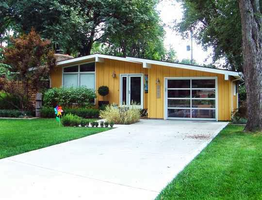 Mid Century Modern Garage Door Ideas - AyanaHouse