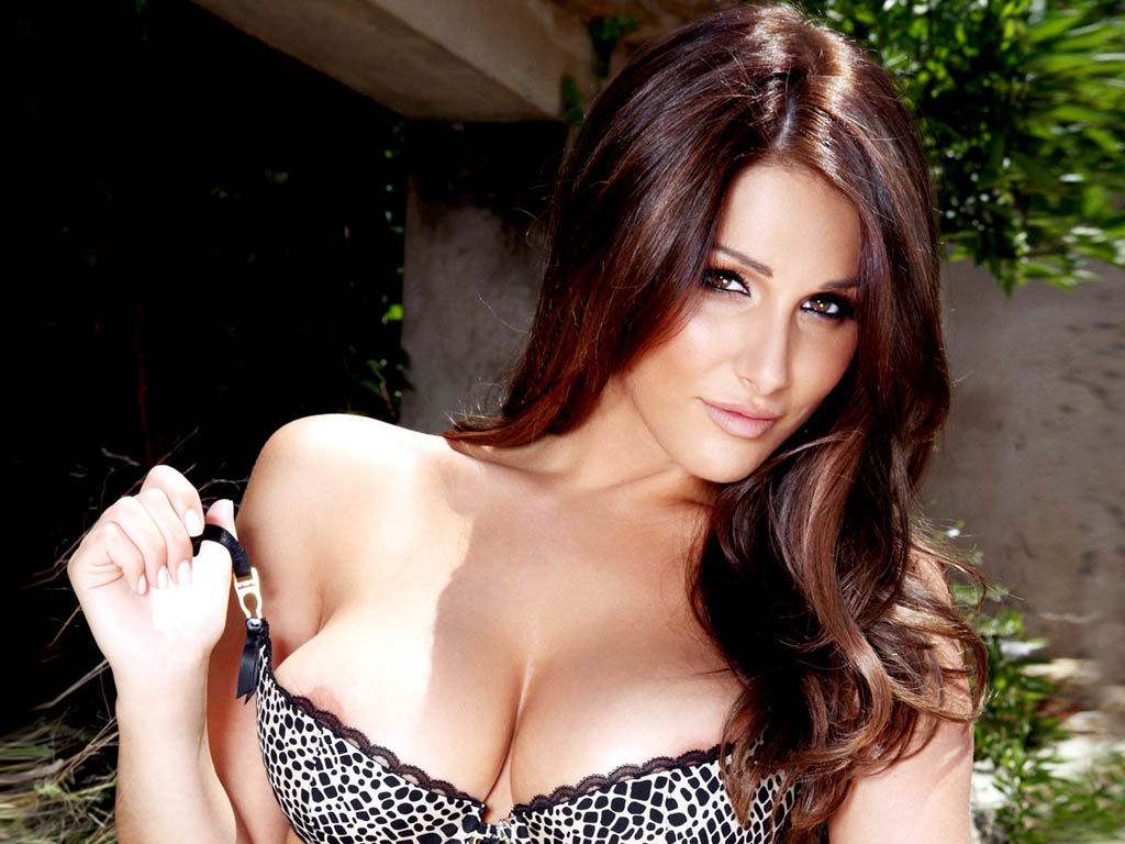 Lucy Pinder HOT Actress Gallery