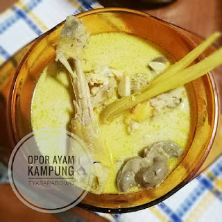 Opor Ayam Kampung by tyasprabowo