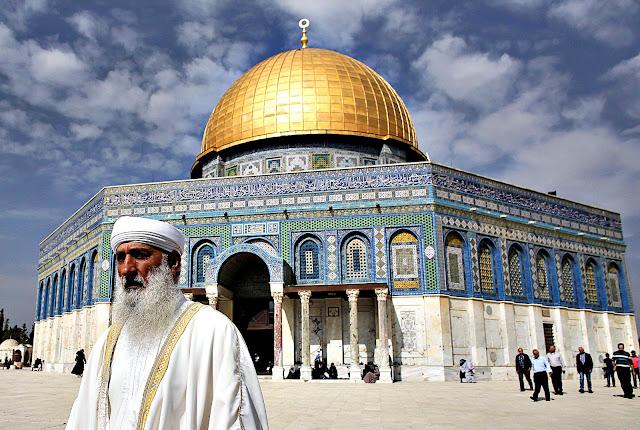 Israel Larang Warga Muslim Azan dan Shalat Subuh di Masjid Yerusalem : kabar Terhangat Hari Ini