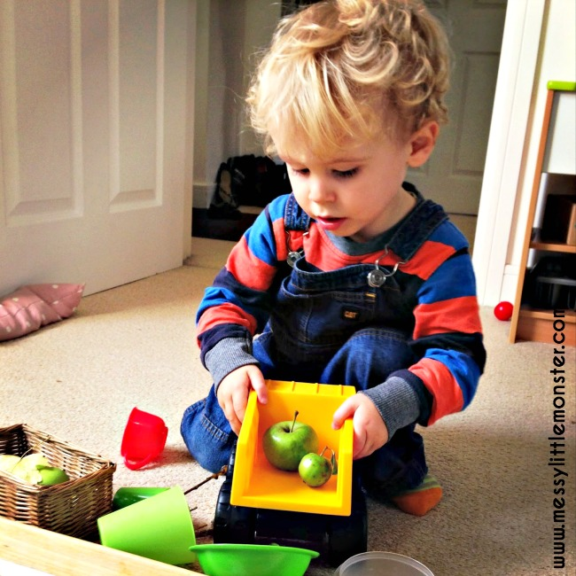 Playing with nature for toddlers and preschoolers. Autumn/ Fall