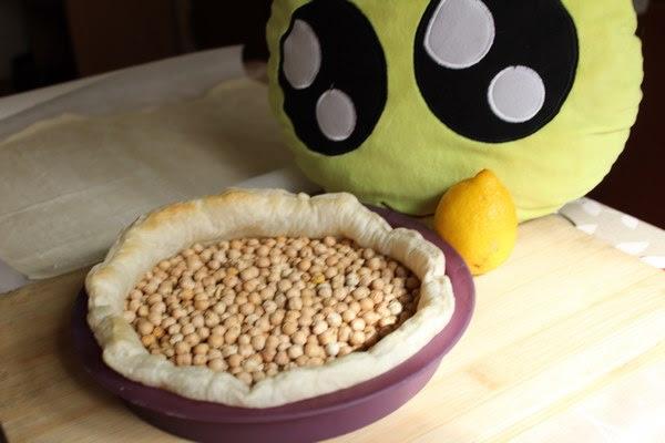 Masa de hojaldre cocida con los garbanzos secos