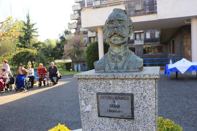 Busto de Antonio Miranda en la residencia de ancianos en Barakaldo