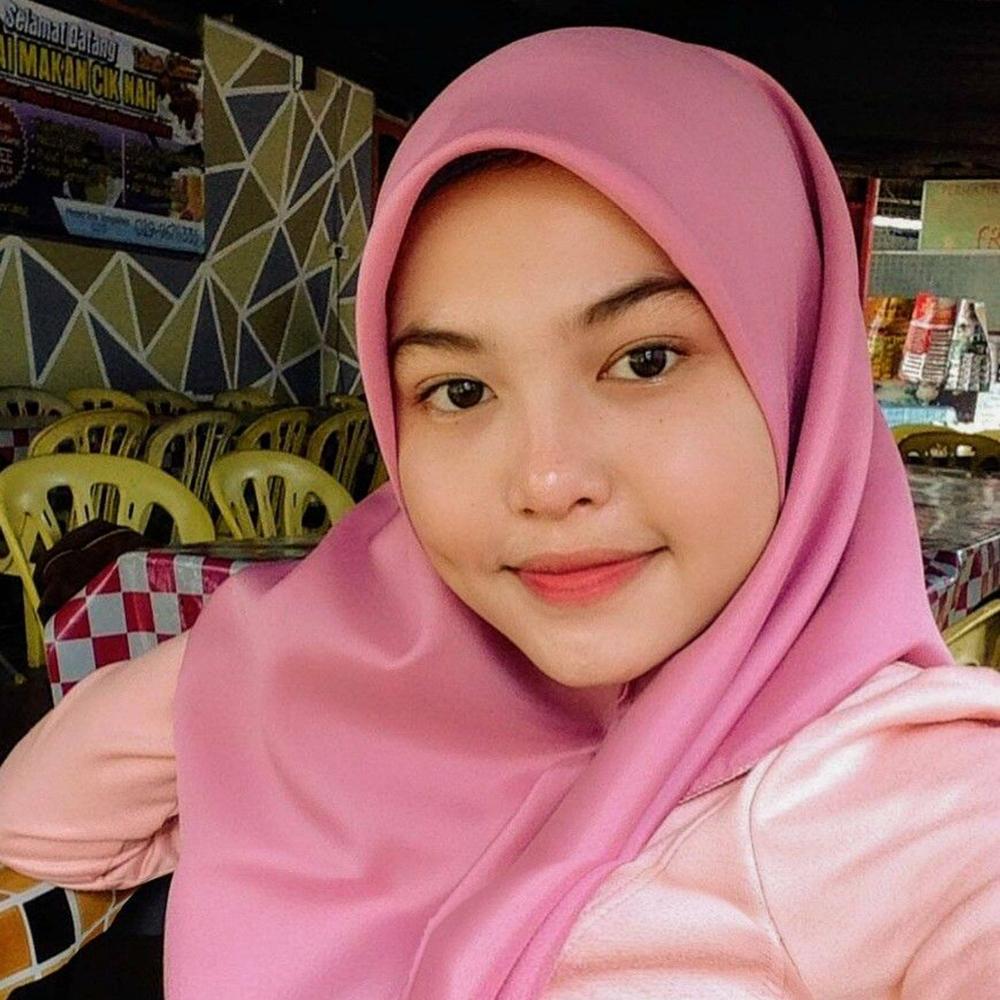 Cewek cantik dan imut pakai jilbab pink