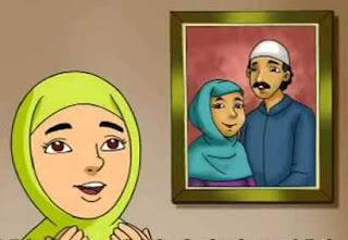 seorang anak yang mendoakan orang tuanya