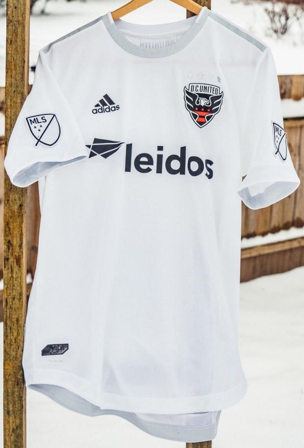 Adidas divulga a camisa reserva do DC United. A Adidas apresentou o novo  uniforme ... 0e757f7b7f967