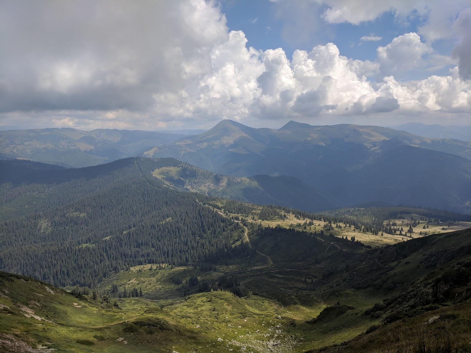 ウクライナのカルパティア山脈の様子