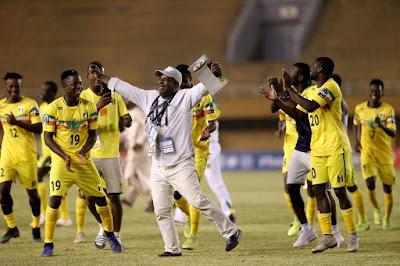 ... cinco de la tarde comenzaron las semifinales de la Copa África Sub 20  en el Stade Général Seyni Kountché de Niamey. A primer turno se medían  Nigeria -el ... 12882d1b898eb