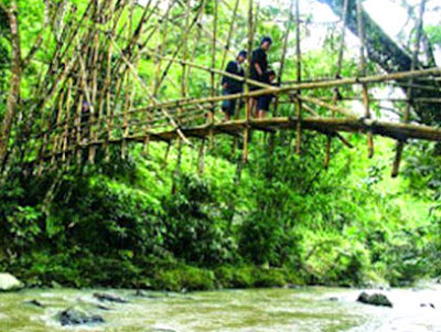 Banten province has a traditional lodge that even too thence adhere to traditional customs are Ba Baduy - Banten