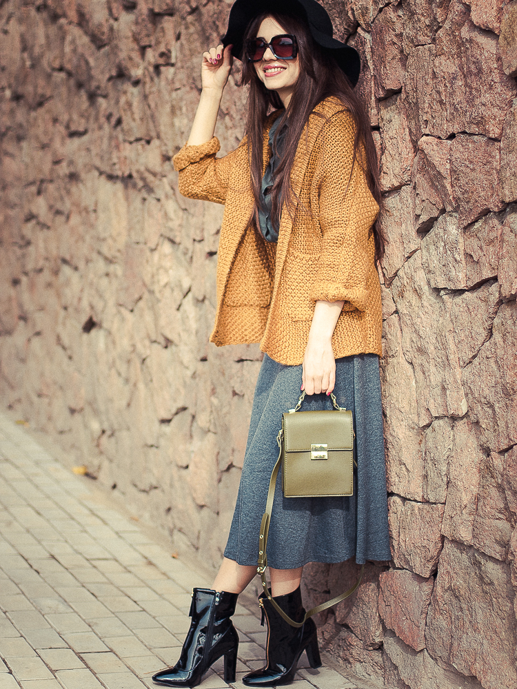 fashion blogger diyorasnotes autumn look aline skirt knit cardigan patent boots