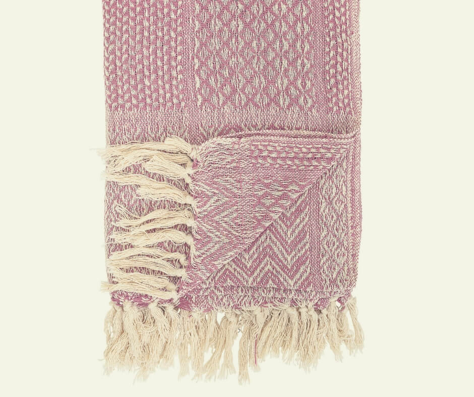 Christmas Gift Ideas For Your Mother In Law | A beautiful pink throw that doesn't cost a lot - win!