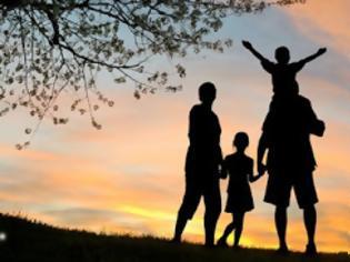 Οικογενειακές στιγμές. βοήθεια, παιδιά, βάσανα
