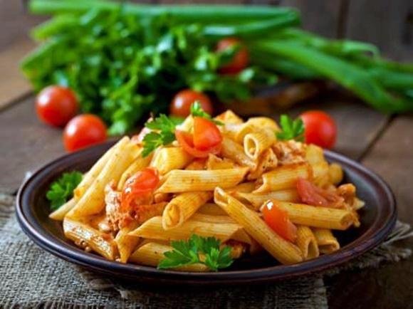 Macarrones Con Pollo Y Tomates