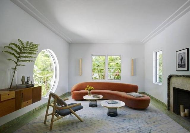 Thiết kế phòng khách với những ô cửa đặt khéo léo tạo cảm giác không gian thiên nhiên như hoà vào bên trong