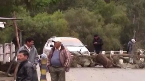 Bloqueo de caminos en Tarija afecta precios en el mercado Campesino