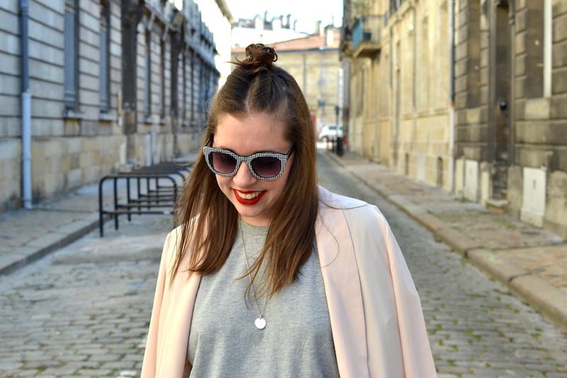 blazer rose Pimkie, t-shirt gris H&M, lunette vichy zara