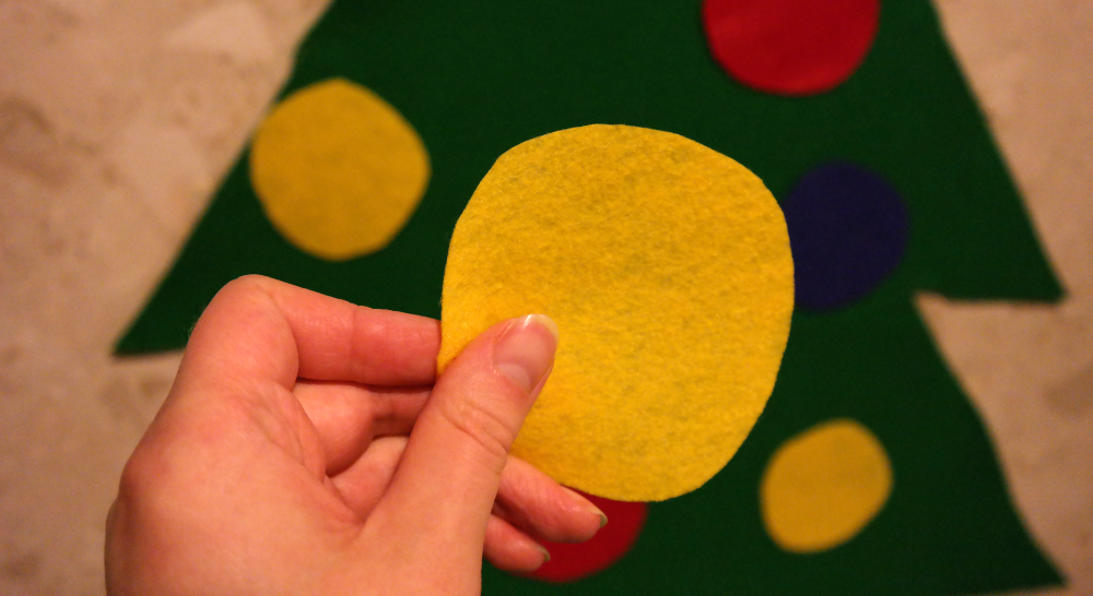 How to make a felt Christmas tree for a baby