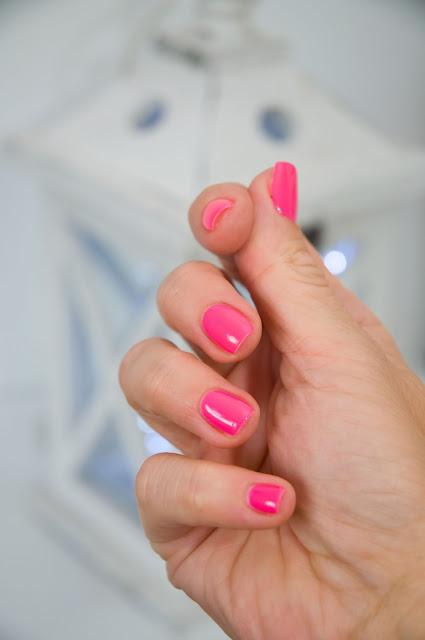 fuksjowy lakier do paznokci semilac Ruby Charm 121