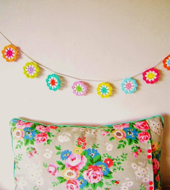Mes favoris tricot crochet mod le gratuit une guirlande de fleurs au crochet - Catalogue de fleurs gratuit ...