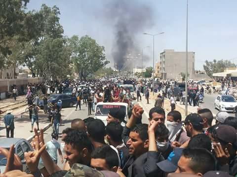 احتجاجات وأعمال شغب واسعة النطاق في عدد من المدن بتونس