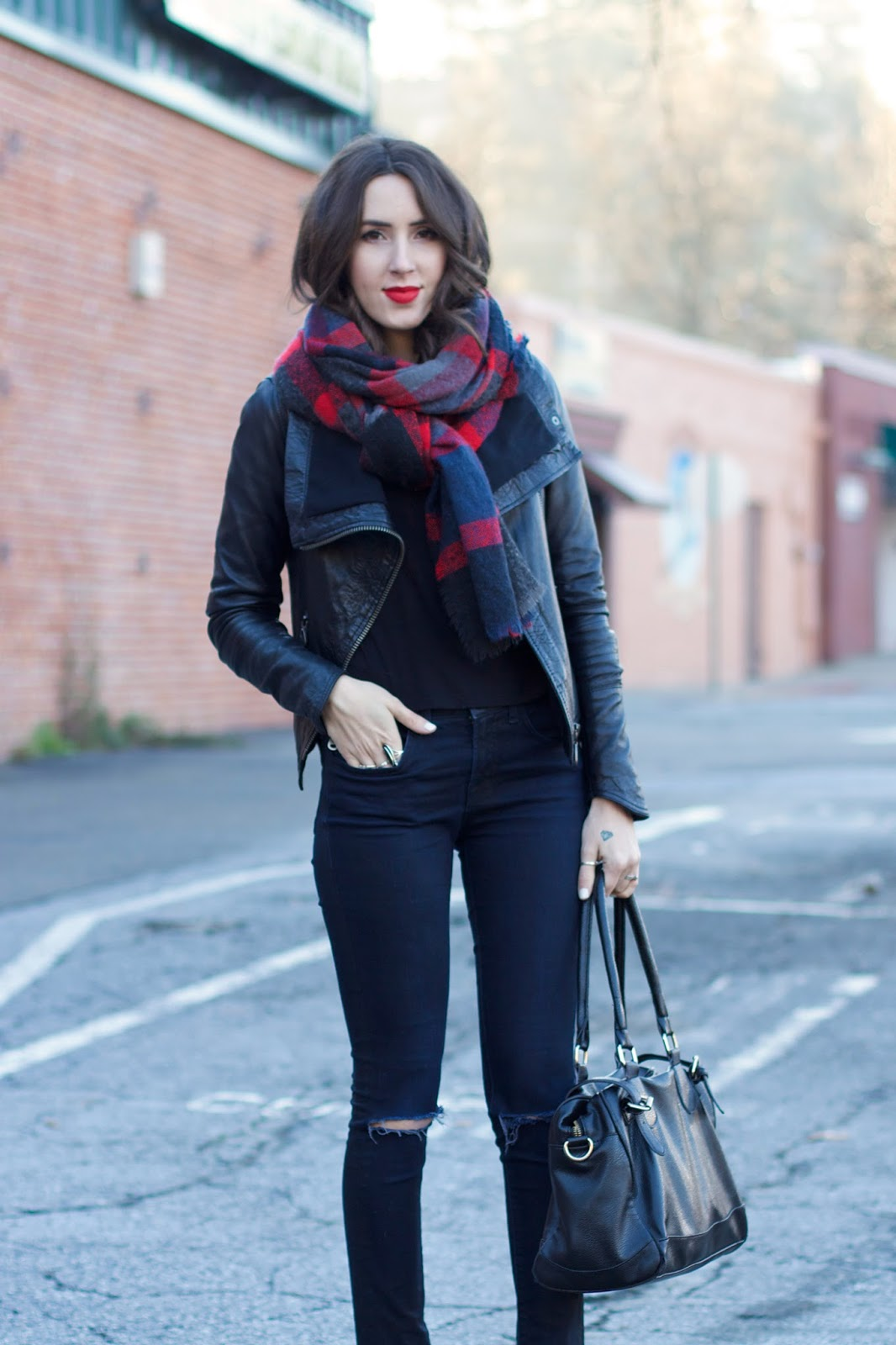 how-to-wear-a-plaid-scarf
