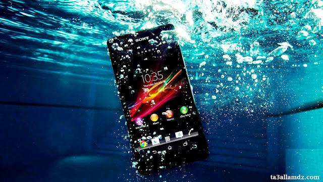 15 نصيحة لإنقاذ هاتفك المحمول من التلف بسبب السقوط في الماء