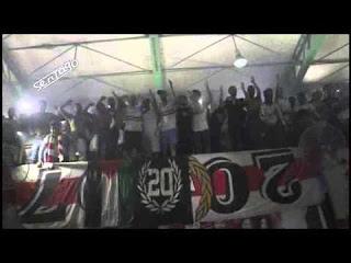 فيديو أسطوري- ممدوح هاشم يقود الجمهور في غناء صرخه العشرين في إحتفالية اليد
