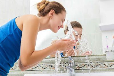 Cara Mencuci Wajah Berjerawat Yang Baik Sebelum Tidur