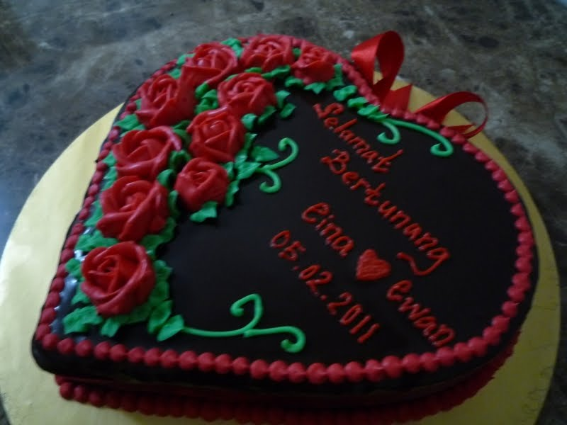 Liza S Yummy Cakes Kek Tunang Bentuk Love